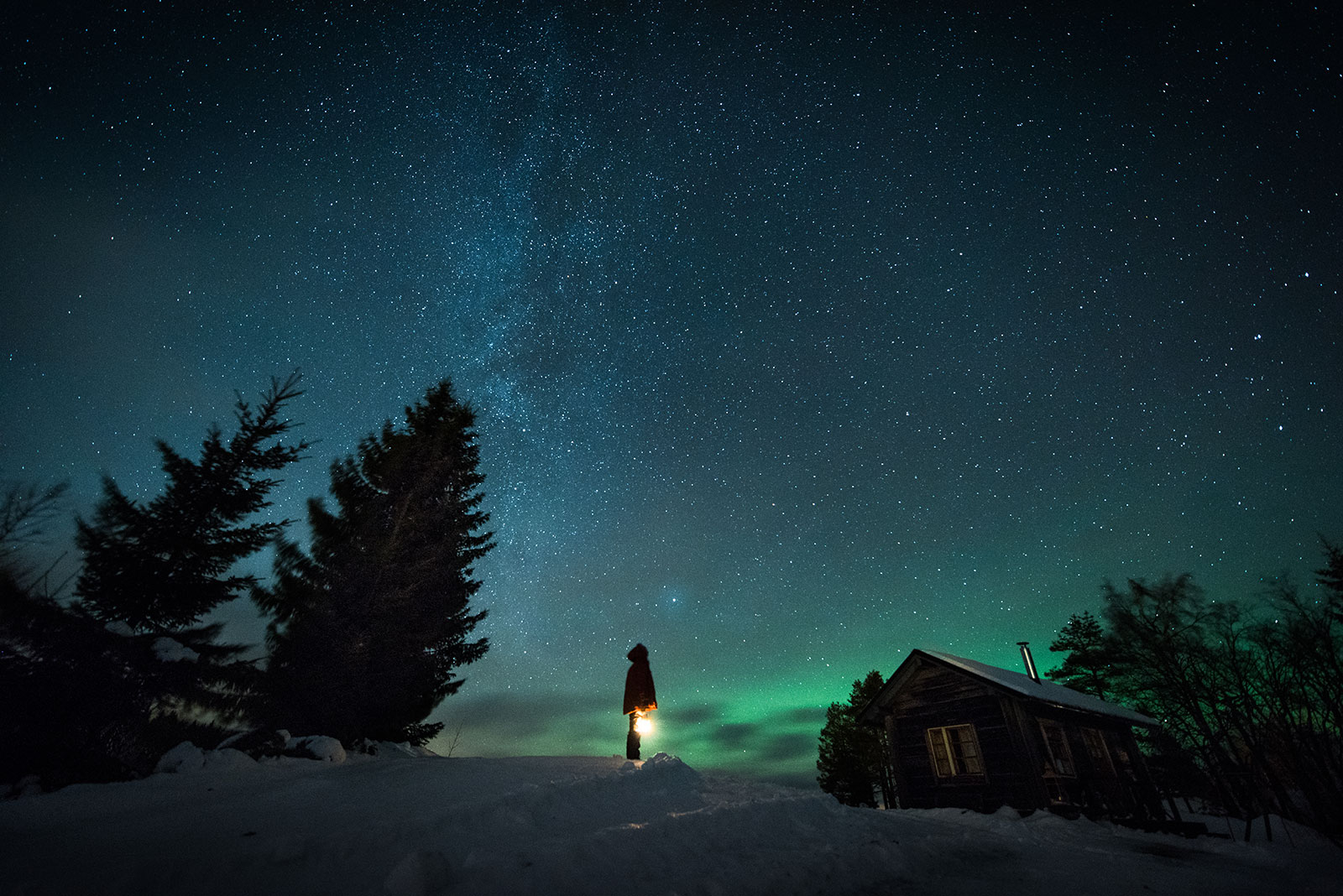 Lapland, Star gazing at cottage [Photo: Eeva Mäkinen]